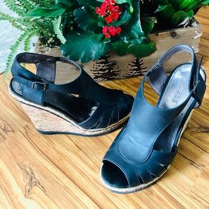 🏷GUESS leather wedge peep-toe espadrilles